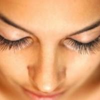 причины опухших глаз