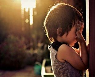 Почему глаза болят от дневного света?